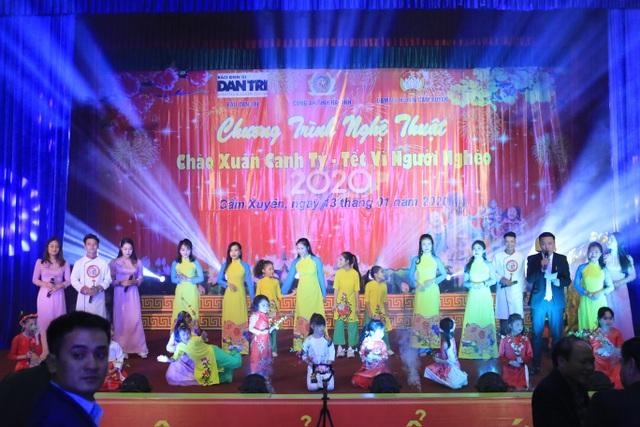 Ấm tình Xuân đêm giao lưu ủng hộ dân nghèo Hà Tĩnh đón Tết - 13