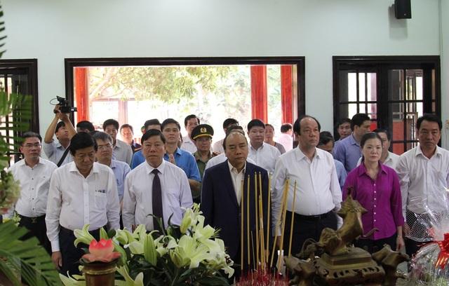 Thủ tướng Chính phủ Nguyễn Xuân Phúc tặng quà Tết tại Vĩnh Long - 3