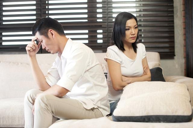Biến thành cô hầu phòng khêu gợi mồi chài chồng, tôi giật mình trước phản ứng của anh - 1