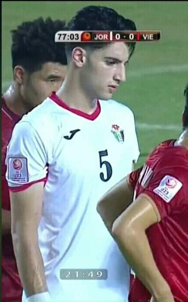 Cầu thủ U23 Jordan được dân mạng chú ý vì gương mặt điển trai - 1