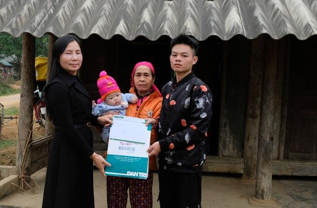 Trao gần 165 triệu đồng đến gia đình bé 5 tháng tuổi bệnh tật, mồ côi mẹ - 1