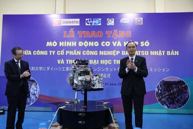 Nhật bản trao tặng mô hình động cơ và hộp số ô tô cho Trường Đại học Thủy lợi - 1