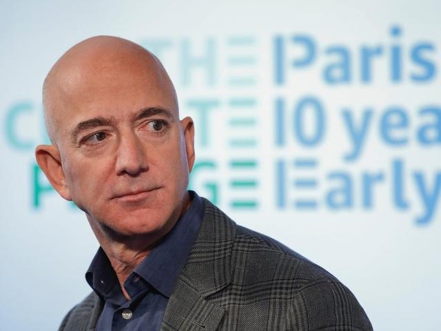 Ông chủ Amazon Jeff Bezos là người kiếm tiền nhiều nhất thập kỷ - 1