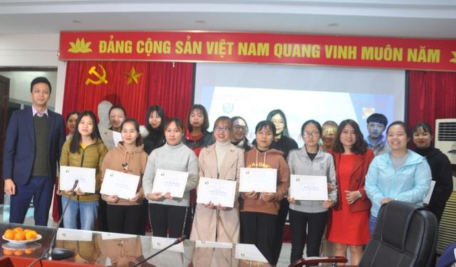 35 sinh viên nghèo vượt khó trường ĐH Thủ Đô Hà Nội nhận học bổng - 1