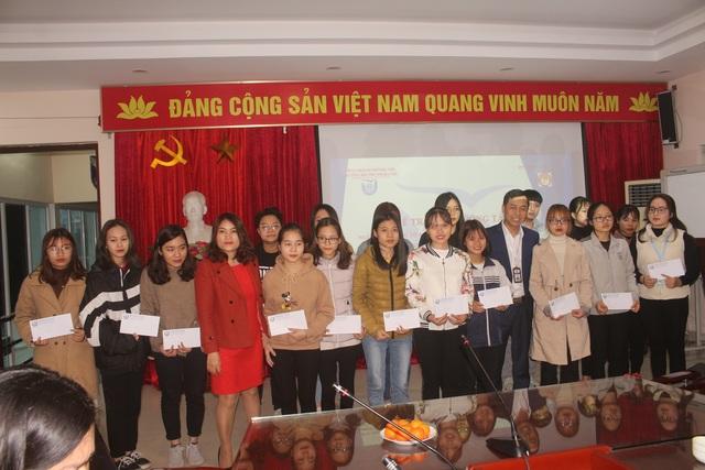 35 sinh viên nghèo vượt khó trường ĐH Thủ Đô Hà Nội nhận học bổng - 3