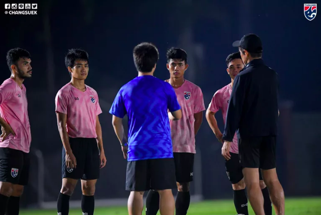 """""""Thần đồng"""" Suphanat tập luyện trở lại ngay trước trận U23 Thái Lan gặp U23 Iraq - 2"""