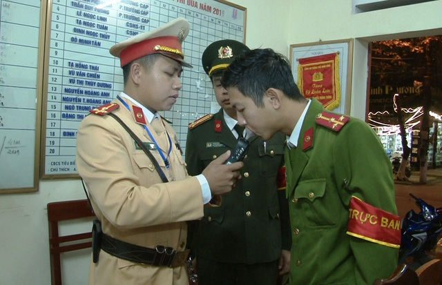 Đoàn kiểm tra nồng độ cồn đặc biệt của Công an Ninh Bình - 1