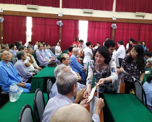 100 người nhận được quà Tết bất ngờ từ Phó Chủ tịch nước - 2
