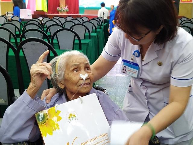 100 người nhận được quà Tết bất ngờ từ Phó Chủ tịch nước - 4