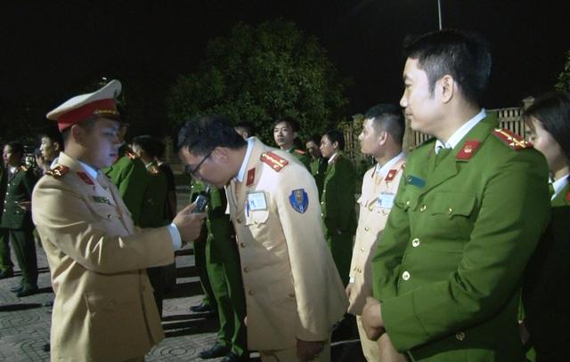 Đoàn kiểm tra nồng độ cồn đặc biệt của Công an Ninh Bình - 2