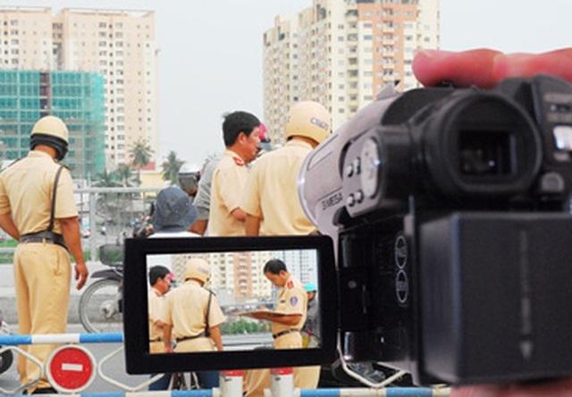 Từ hôm nay, người dân có quyền ghi hình giám sát CSGT thực hiện nhiệm vụ - 1
