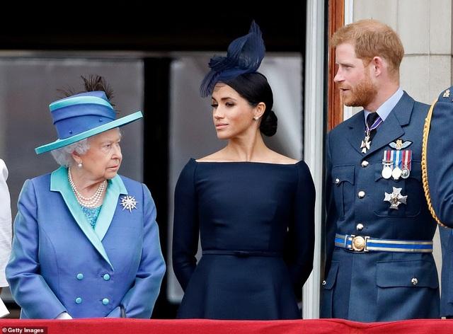 """Vợ Hoàng tử Harry lần đầu xuất hiện sau """"sóng gió"""" ở Hoàng gia Anh - 10"""