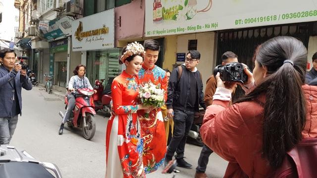 Cầu thủ Duy Mạnh và bạn gái nhà giàu làm lễ ăn hỏi, xôn xao cả phố Xã Đàn - 2