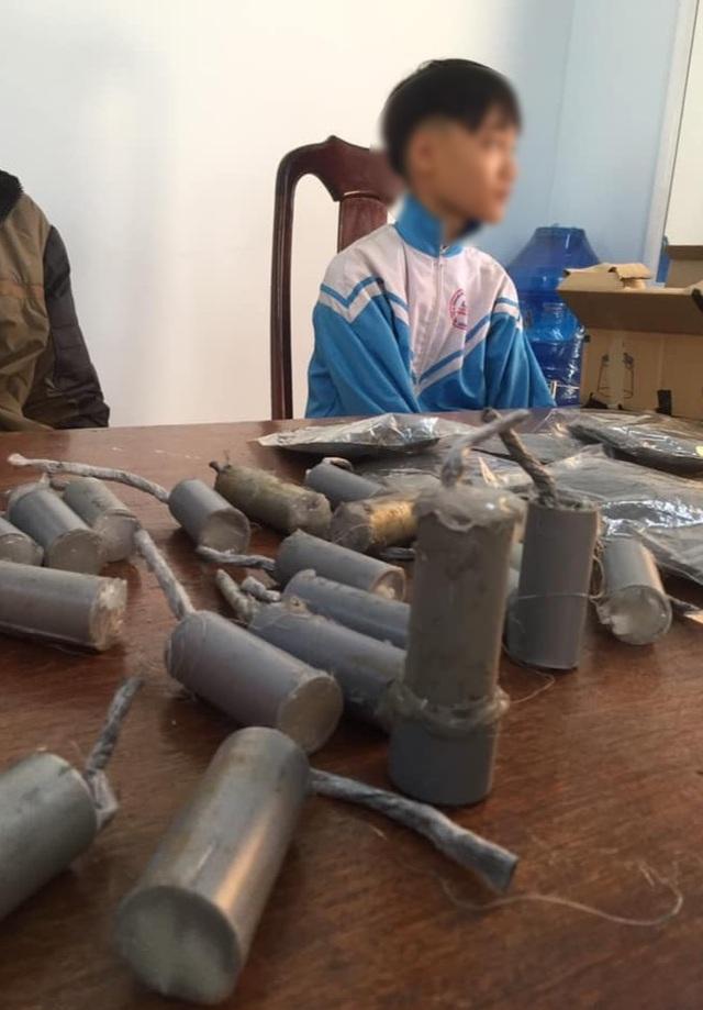 Học cách chế tạo pháo trên Youtube, nam sinh lớp 7 bị nổ bỏng mặt - 1