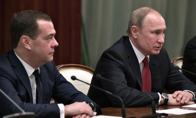 Thủ tướng Nga Medvedev từ chức - 1