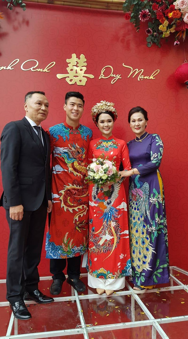 Cô dâu hot girl của Duy Mạnh rạng ngời trong sắc đỏ ngày ăn hỏi - 4