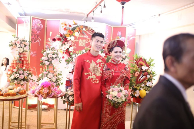 Cô dâu hot girl của Duy Mạnh rạng ngời trong sắc đỏ ngày ăn hỏi - 6