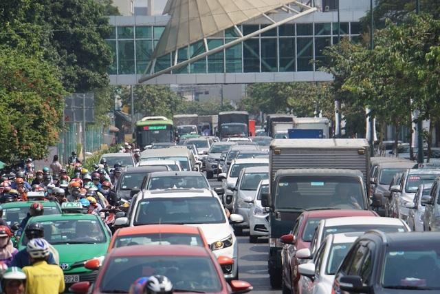 Gần 4 triệu lượt khách qua Tân Sơn Nhất dịp Tết, giao thông bắt đầu căng thẳng - 2