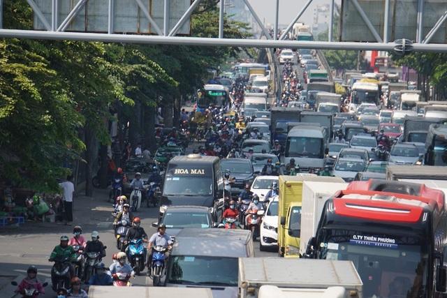 Gần 4 triệu lượt khách qua Tân Sơn Nhất dịp Tết, giao thông bắt đầu căng thẳng - 6