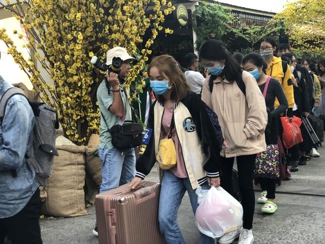 Hàng nghìn sinh viên tại TPHCM về quê đón Tết trên những chuyến xe nghĩa tình - 3