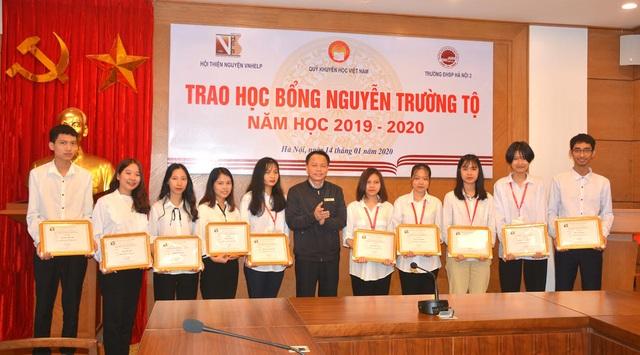 20 sinh viên tiêu biểu tiếp tục nhận học bổng Nguyễn Trường Tộ - 1