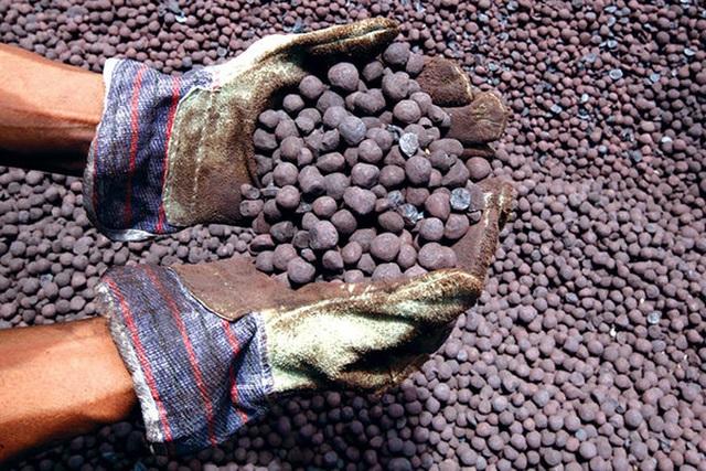 Nghi bán giá thấp, tạm dừng xuất khẩu quặng sắt sang Trung Quốc - 1