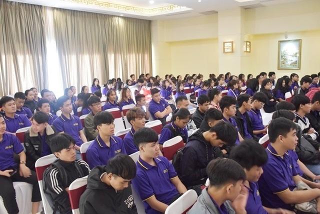 Huế: Trường đại học ký cam kết việc làm cho… gần 200 sinh viên - 1