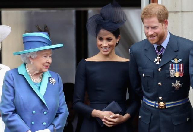 """Vợ Hoàng tử Harry lần đầu xuất hiện sau """"sóng gió"""" ở Hoàng gia Anh - 9"""