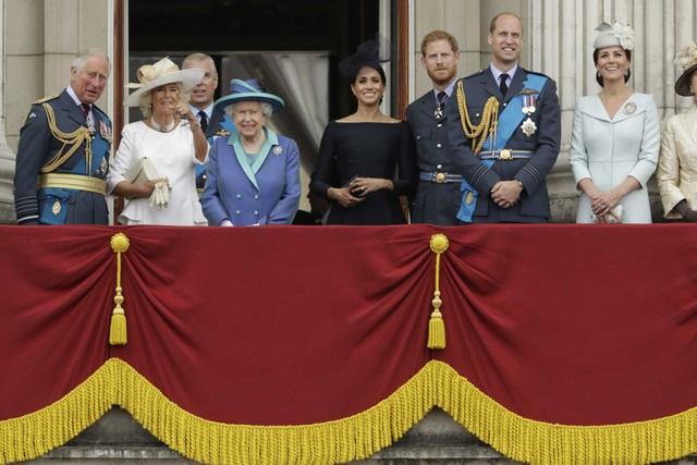 """Vợ Hoàng tử Harry lần đầu xuất hiện sau """"sóng gió"""" ở Hoàng gia Anh - 8"""