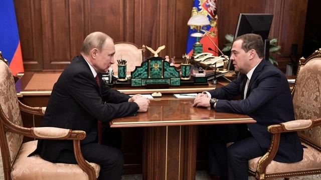 Thủ tướng Nga Medvedev từ chức - 2