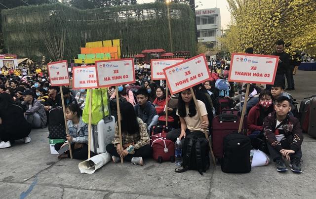 Hàng nghìn sinh viên tại TPHCM về quê đón Tết trên những chuyến xe nghĩa tình - 1