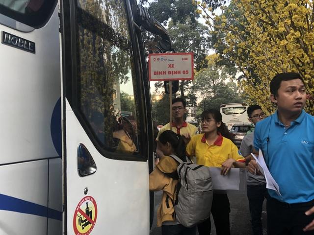 Hàng nghìn sinh viên tại TPHCM về quê đón Tết trên những chuyến xe nghĩa tình - 6