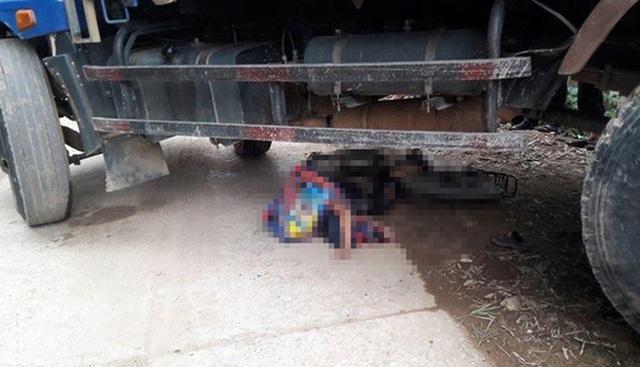 Bất cẩn khi lùi xe, tài xế xe tải cán chết học sinh tiểu học - 1