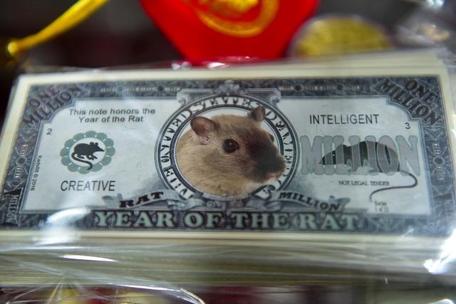 Tết Canh Tý:  Khách chịu chơi, đua nhau đi săn tiền in hình con chuột - 12