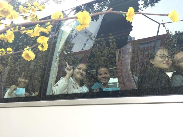 Hàng nghìn sinh viên tại TPHCM về quê đón Tết trên những chuyến xe nghĩa tình - 7