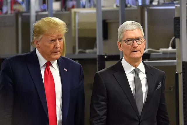 Tổng thống Trump chỉ trích Apple vì không giúp mở khóa iPhone của kẻ xả súng - 1