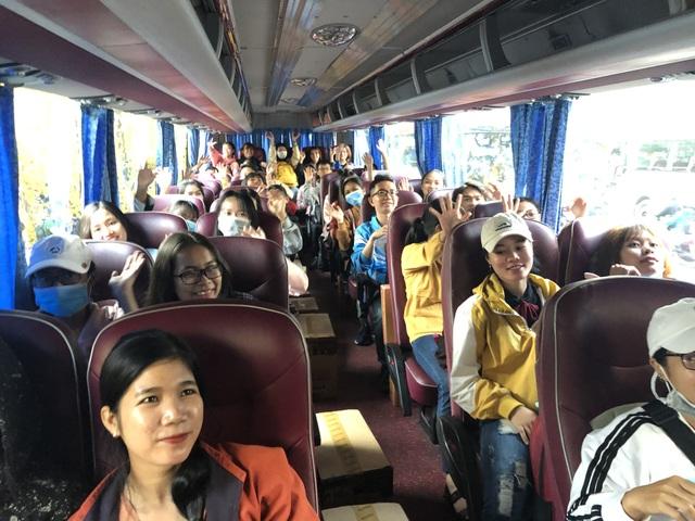 Hàng nghìn sinh viên tại TPHCM về quê đón Tết trên những chuyến xe nghĩa tình - 8