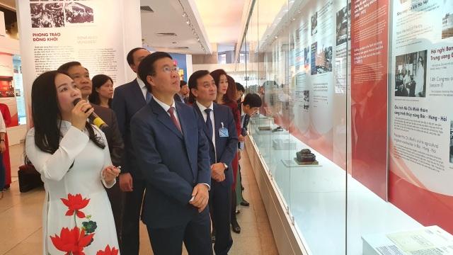 Trưng bày chuyên đề Tự hào 90 năm Đảng Cộng sản Việt Nam - một chặng đường vẻ vang - 2