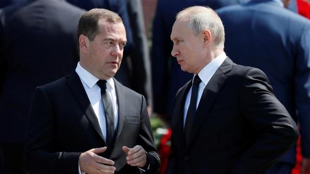 20 năm đồng hành của bộ đôi Putin - Medvedev - 1
