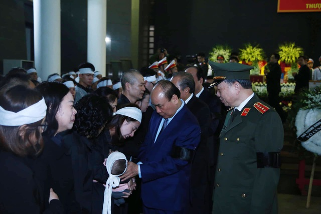Thủ tướng viếng 3 liệt sĩ hy sinh ở Đồng Tâm - 19