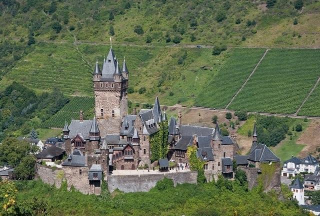 Ngắm tòa lâu đài tráng lệ hơn 1000 năm tuổi - 1