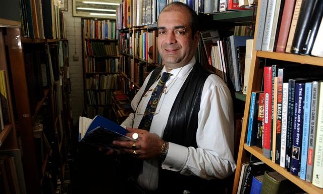 Lần đầu tiên trong 100 năm, hiệu sách ế không bán nổi một quyển - 1
