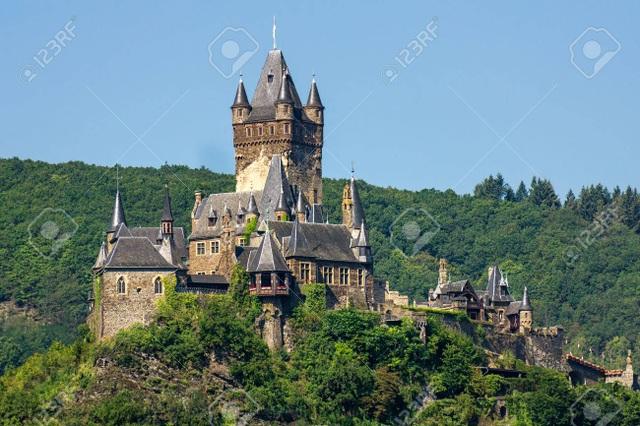 Ngắm tòa lâu đài tráng lệ hơn 1000 năm tuổi - 4