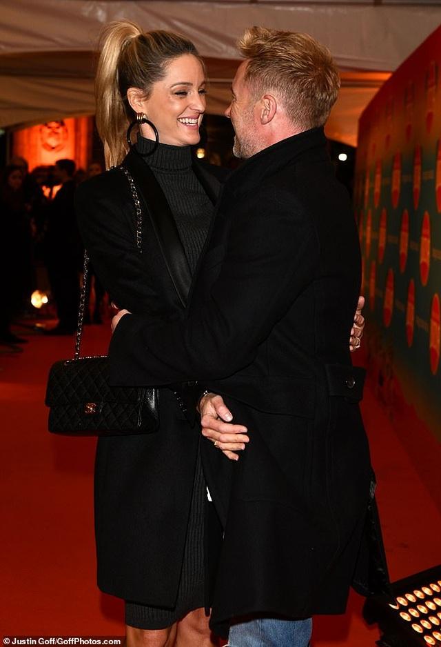 Thành viên nhóm Boyzone đưa vợ bầu dự sự kiện - 3