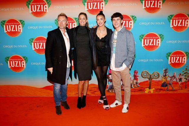 Thành viên nhóm Boyzone đưa vợ bầu dự sự kiện - 1