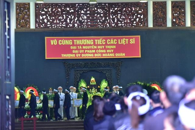 Thủ tướng viếng 3 liệt sĩ hy sinh ở Đồng Tâm - Ảnh minh hoạ 28