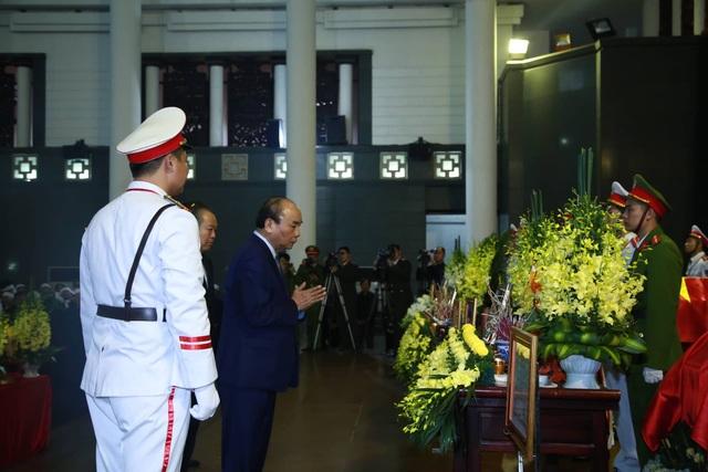 Thủ tướng viếng 3 liệt sĩ hy sinh ở Đồng Tâm - 18