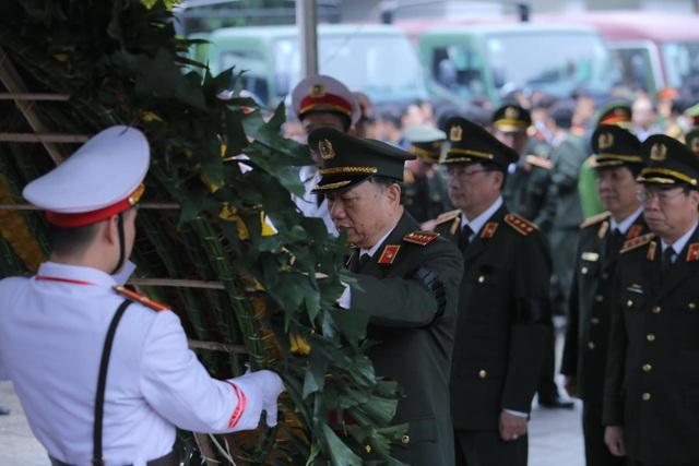 Thủ tướng viếng 3 liệt sĩ hy sinh ở Đồng Tâm - 23