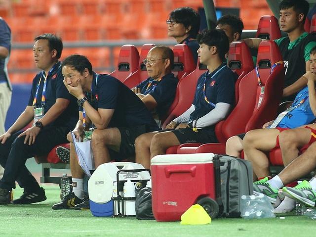 HLV Park Hang Seo lặng lẽ rời sân sau trận thua U23 Triều Tiên - 1