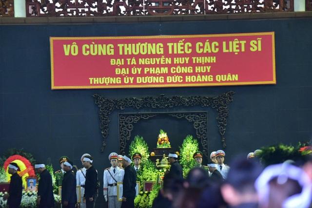 Thủ tướng viếng 3 liệt sĩ hy sinh ở Đồng Tâm - 13